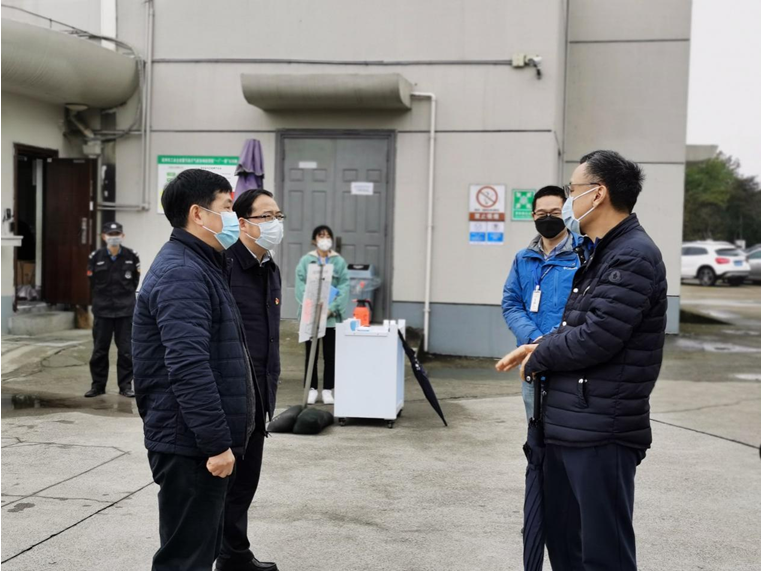 钱塘新区领导专程看望李湘博士_2.png